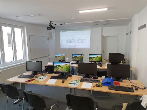 EDV Schulungsraum mit Blick auf Beamer